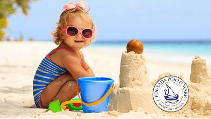 Crianças na praia Pousada Porto Mare - Maresias